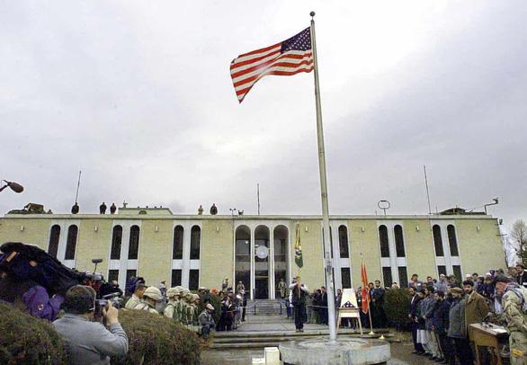 Sân bay Kabul hỗn loạn khi Mỹ di tản dân Mỹ và nhân viên Afghanistan - Ảnh 1.