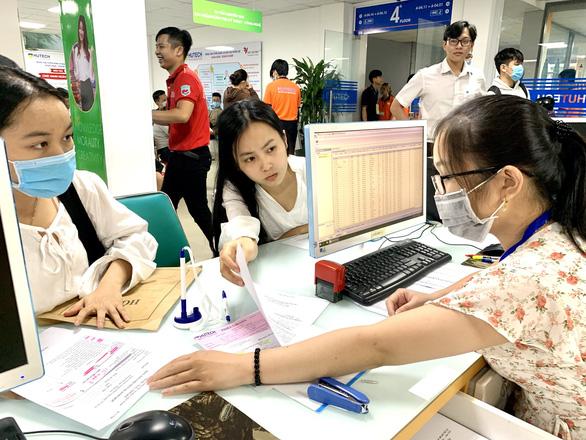 Nhiều thí sinh không thể gởi hồ sơ nhập học đại học qua bưu điện - Ảnh 1.