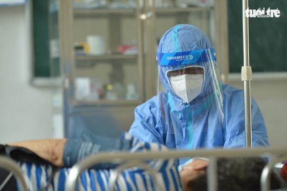 Bác sĩ và F0 khỏi bệnh chia sẻ cách chăm sóc người bệnh COVID-19 tại nhà  - Ảnh 1.