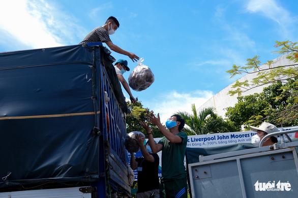 Đà Nẵng: 157 tấn rau củ được tài trợ đã đến quận Sơn Trà - Ảnh 7.