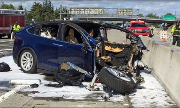 Mỹ điều tra chính thức với hàng trăm ngàn xe Tesla - Ảnh 1.