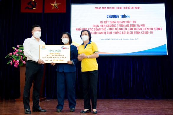 Vòng Tay Việt và 1 triệu suất ăn cho người dân khó khăn - Ảnh 3.