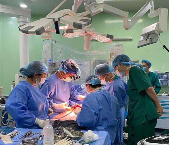 Lần đầu tiên Việt Nam ghép gan cứu sống bệnh nhi ung thư gan giai đoạn cuối - Ảnh 1.