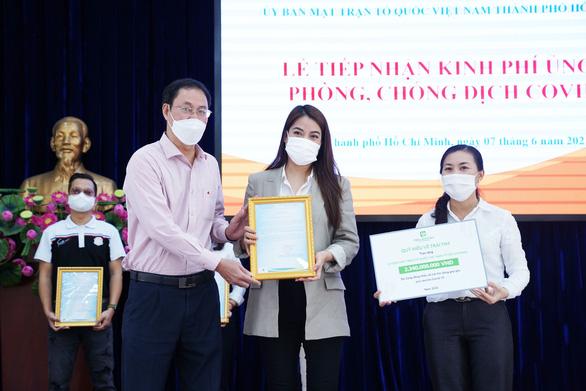 Hương Giang tặng đồng hồ đấu giá 900 triệu đồng, Thùy Tiên mua máy trợ thở cho bệnh viện - Ảnh 3.