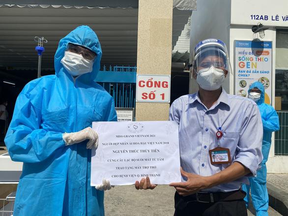 Hương Giang tặng đồng hồ đấu giá 900 triệu đồng, Thùy Tiên mua máy trợ thở cho bệnh viện - Ảnh 4.