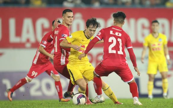VFF lùi V-League đến tháng 2-2022: CLB rơi vào khốn khó - Ảnh 1.