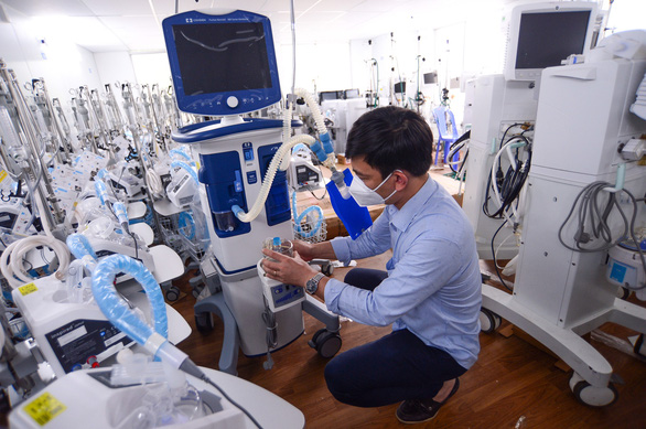 TP.HCM: 2.256 bệnh nhân nặng đang thở máy, 16 người phải can thiệp ECMO - Ảnh 1.