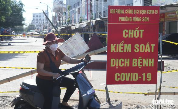 Ổ dịch từ chợ đầu mối Vinh lan rộng, nhiều địa phương ở Nghệ An giãn cách - Ảnh 1.