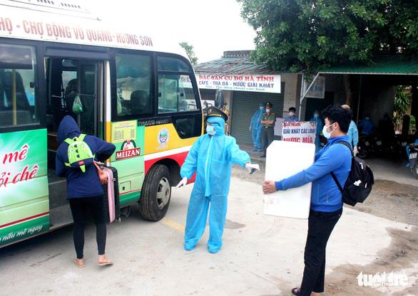 Hà Tĩnh chi 2 tỉ đồng hỗ trợ công dân ở TP.HCM và các tỉnh phía Nam - Ảnh 1.