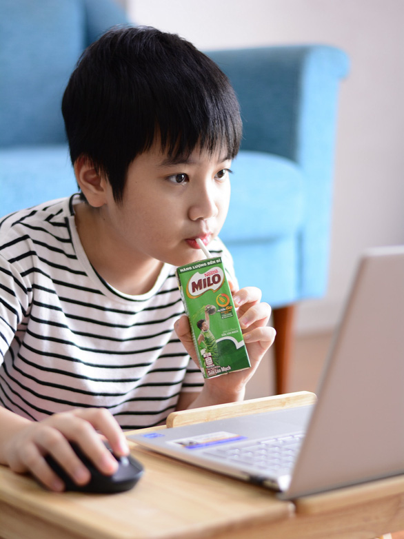 Dạy trẻ về môi trường qua chiếc ống hút giấy - Ảnh 1.