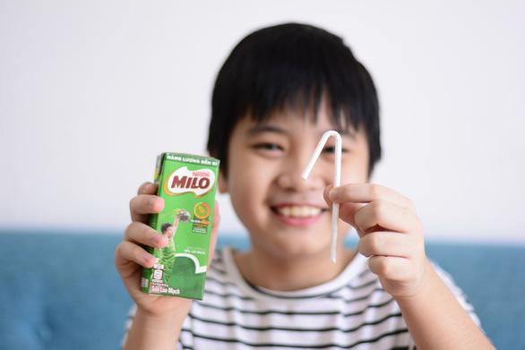 Dạy trẻ về môi trường qua chiếc ống hút giấy - Ảnh 2.