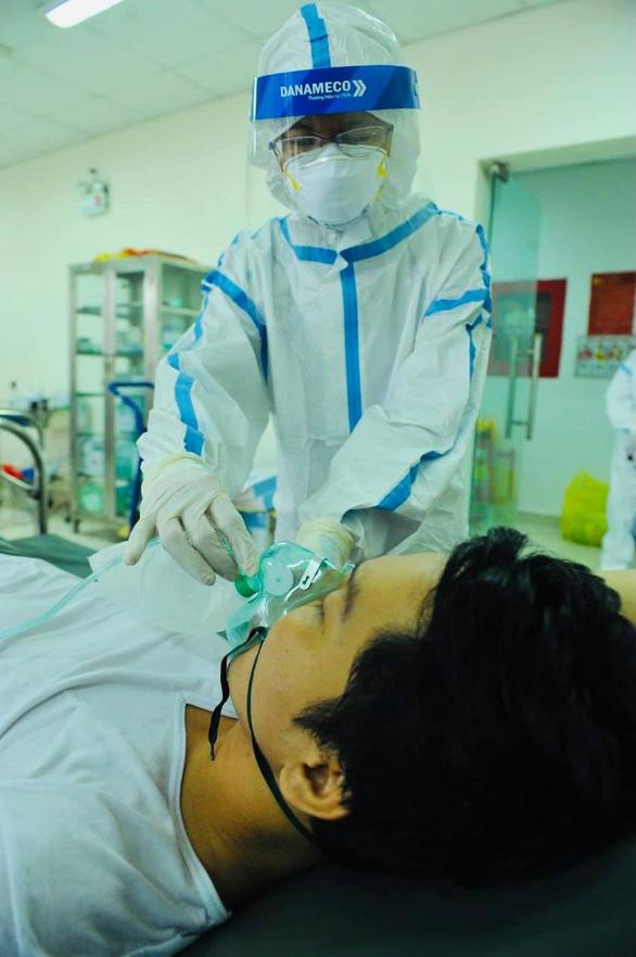 Nước mắt của các nhà tu hành giúp bệnh nhân COVID-19 giành giật sự sống - Ảnh 1.