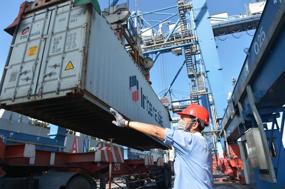 Cảng Cát Lái đã giảm ùn tắc hàng hóa - Ảnh 1.