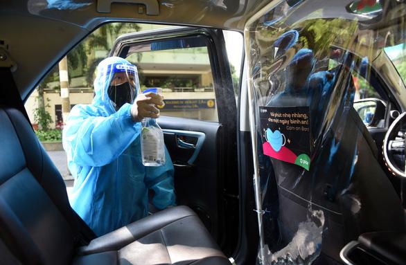 TP.HCM: 150 xe công nghệ chở miễn phí nhân viên y tế và bệnh nhân COVID-19 khỏi bệnh về nhà - Ảnh 1.