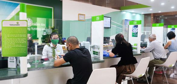 Vietcombank tiếp tục giảm lãi vay cho tất cả khách hàng phía Nam - Ảnh 1.