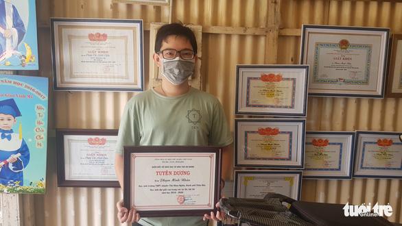Nam sinh Châu Đốc đạt 2 điểm 10 môn toán và sinh muốn trở thành bác sĩ đa khoa - Ảnh 1.