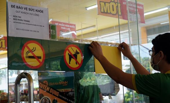 Cửa hàng, siêu thị phải gỡ biển cấm chụp hình - Ảnh 2.
