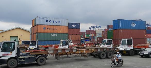 Hàng hóa đang tồn ở cảng Cát Lái lên tới gần 107.000 TEU - Ảnh 1.