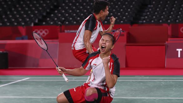 Đánh bại đôi Trung Quốc, Indonesia giành HCV cầu lông Olympic - Ảnh 1.