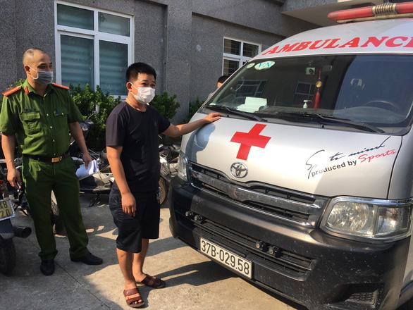 Thuê xe cứu thương từ Nghệ An thông chốt vào Hà Nội để làm thủ tục du học Hàn Quốc - Ảnh 2.