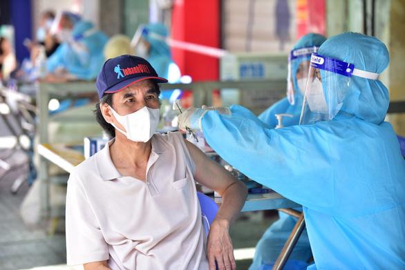 'Tôi chọn ở lại TP.HCM để được tiêm vắc xin sớm' - Ảnh 5.