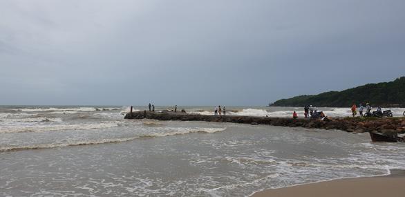 Vẫn chưa tìm thấy thi thể cháu bé bị đuối nước ở Phú Quốc - Ảnh 1.