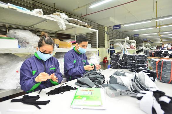 Xuất khẩu dệt may có thể chỉ đạt 32-33 tỉ USD, lo mất đơn hàng vì đứt gãy nguồn cung - Ảnh 1.