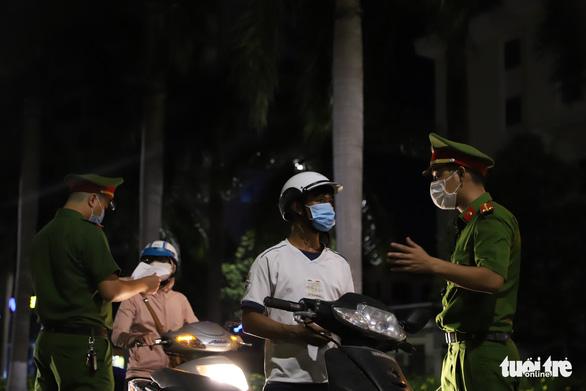 Vi phạm chỉ thị giãn cách xã hội ở Đà Nẵng sẽ bị xử phạt ra sao? - Ảnh 1.