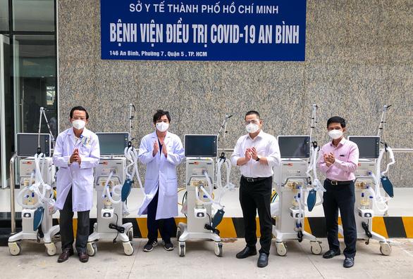 Tặng 5 máy thở, 1 xe ô tô, thiết bị y tế cho Bệnh viện An Bình và Trung tâm cấp cứu 115 - Ảnh 1.