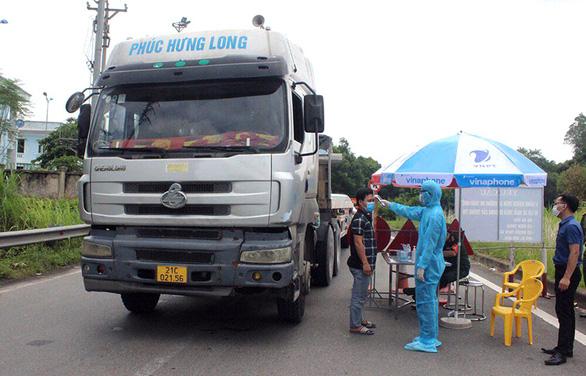 Chủ tịch huyện nói gì về 51 người ở Phú Thọ thành F1 khi xem vụ tai nạn 4 người về từ Bình Dương? - Ảnh 1.
