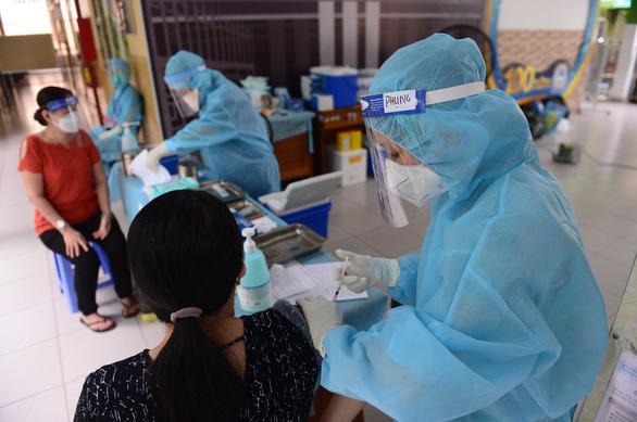 Tiêm vắc xin ở TP.HCM thiết lập mốc mới, gần 145.000 liều vào ngày 1-8 - Ảnh 1.