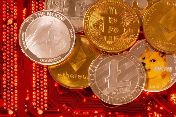 Hong Kong tăng kỷ lục số vụ phạm pháp liên quan tiền điện tử - Ảnh 1.