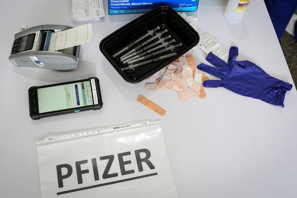 Hàng triệu liều vắc xin COVID-19 bị lãng phí ở Mỹ - Ảnh 1.