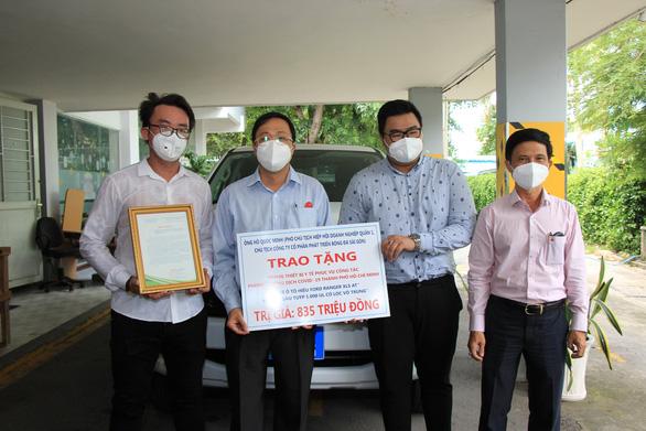 Tặng 5 máy thở, 1 xe ô tô, thiết bị y tế cho Bệnh viện An Bình và Trung tâm cấp cứu 115 - Ảnh 2.