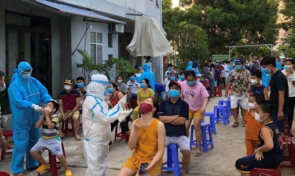 Phó chánh văn phòng Đoàn ĐBQH Đà Nẵng nhận sai vụ gạt tay trúng mặt nhân viên y tế - Ảnh 1.
