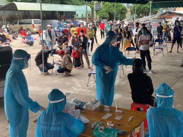 Bình Dương vượt TP.HCM, đứng đầu cả nước về ca nhiễm trong ngày - Ảnh 1.