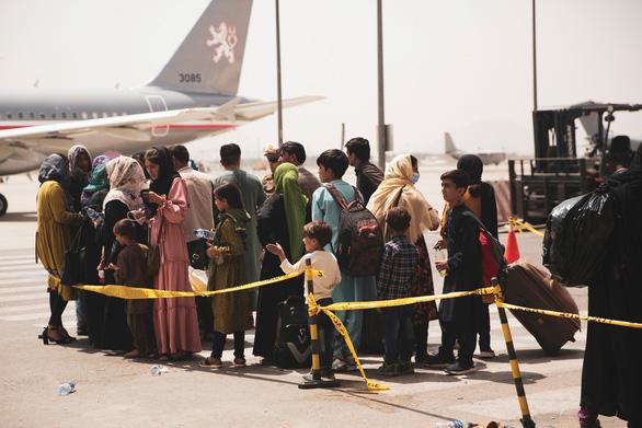 G7 kêu gọi Taliban mở lối sơ tán dân khỏi Kabul - Ảnh 1.