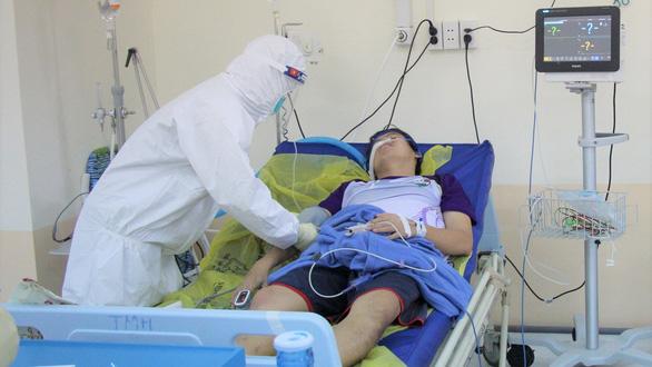 Người lạ đến phòng điều trị F0 để hỗ trợ là một F0 vừa khỏi bệnh - Ảnh 3.