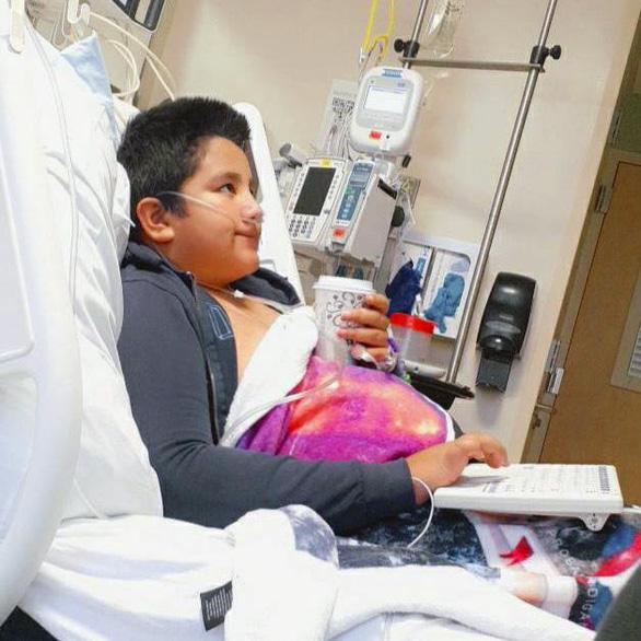 Số ca trẻ em nhập viện vì COVID-19 tăng kỷ lục ở Mỹ - Ảnh 1.