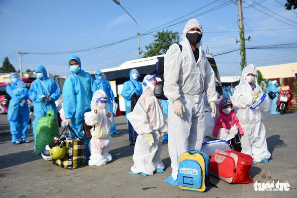 550 người ở Đồng Nai lên xe về Đắk Lắk tránh dịch - Ảnh 2.