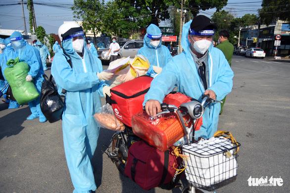 550 người ở Đồng Nai lên xe về Đắk Lắk tránh dịch - Ảnh 4.