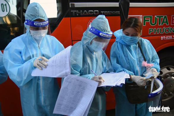 550 người ở Đồng Nai lên xe về Đắk Lắk tránh dịch - Ảnh 6.