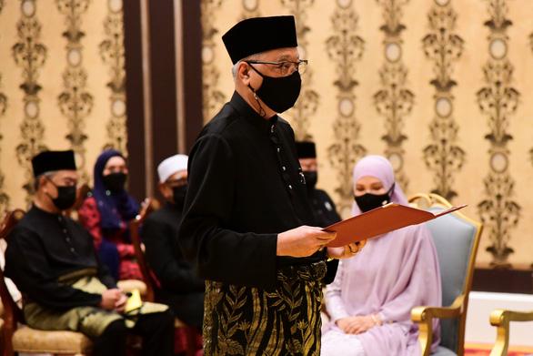 Tân thủ tướng Malaysia nhậm chức giữa dịch bệnh căng thẳng - Ảnh 1.