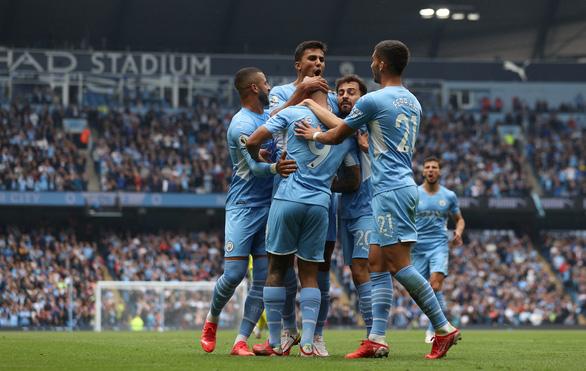 Tân binh 100 triệu bảng Grealish 'nổ súng', Man City thắng trận đầu tiên - Ảnh 1.
