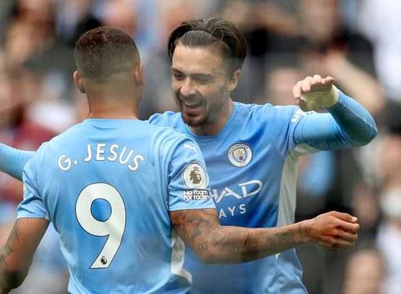 Tân binh 100 triệu bảng Grealish 'nổ súng', Man City thắng trận đầu tiên - Ảnh 2.
