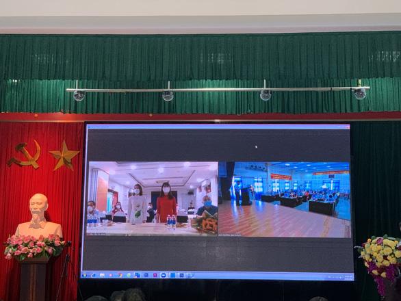 Kết nạp Đảng cho hai đoàn viên Bệnh viện Đa khoa Thanh Hóa đang chống dịch ở TP.HCM - Ảnh 2.