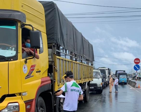 Từ 23-8, xe chở hàng hóa vào Cần Thơ phải đăng ký trước - Ảnh 1.