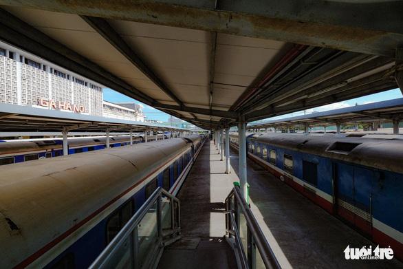 Dừng đường sắt chở khách từ ngày 25-8 - Ảnh 1.