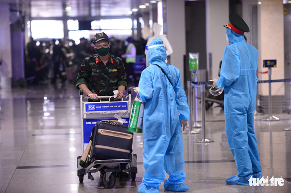 5 chuyến bay đầu tiên chở quân nhân từ Hà Nội đến TP.HCM chống dịch - Ảnh 6.