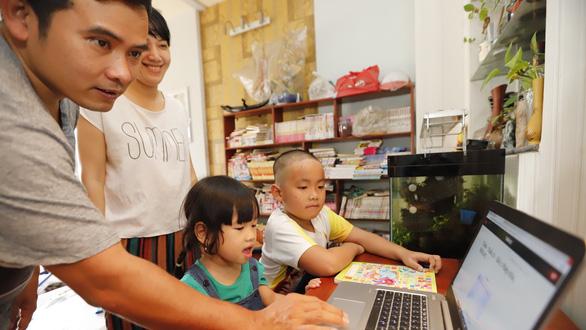 Học sinh tiểu học học online: Chất chồng nỗi lo - Ảnh 1.